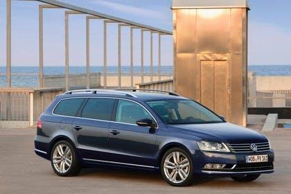 VW Passat Variant B7 Aussenansicht Seite schräg statisch schwarz