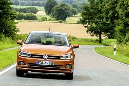 VW Polo AW Aussenansicht Front dynamisch orange