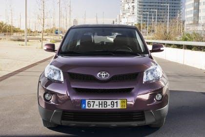 Toyota Urban Cruiser XP11 Aussenansicht Front statisch violett