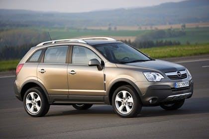 Opel Antara L-A Aussenansicht Seite schräg statisch grün