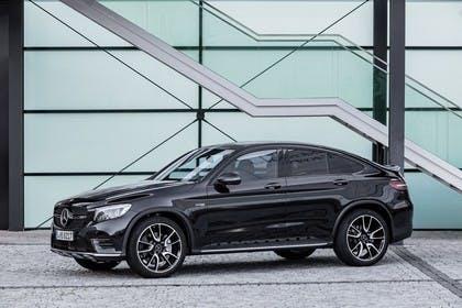 Mercedes GLC Coupe C253 Aussenansicht Seite schräg statisch schwarz
