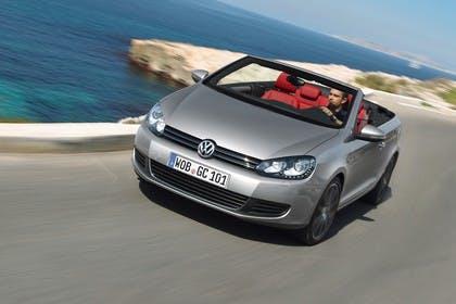VW Golf 6 Cabriolet Aussenansicht Front schräg dynamisch silber