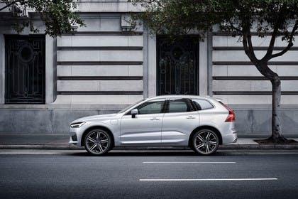 Volvo XC60 U Aussenansicht Seite statisch weiss