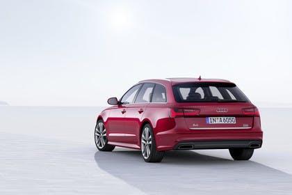 Audi A6 C7 Avant Aussenansicht Heck schräg Studio statisch rot