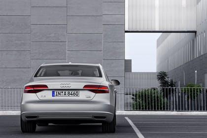 Audi A8 D4 Aussenansicht Heck statisch silber