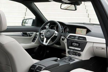 C-Klasse Limousine W204 Innenansicht Beifahrerposition statisch weiß