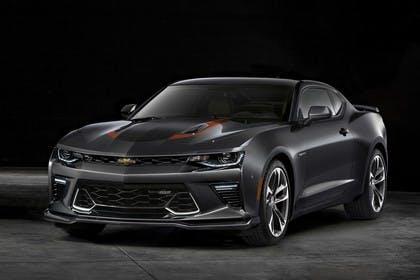 Chevrolet Camaro SS Aussenansicht Front schräg statisch Studio schwarz