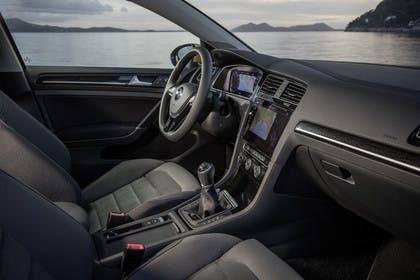 VW Golf 7 Facelift Innenansicht Beifahrerposition 6Gang statisch schwarz