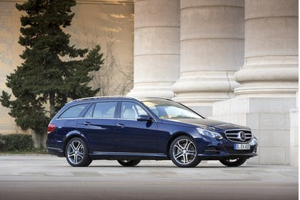 Mercedes E-Klasse T-Modell S212 Aussenansicht Seite schräg statisch blau