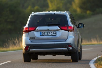 Mitsubishi Outlander CWO Aussenansicht Heck dynamisch silber