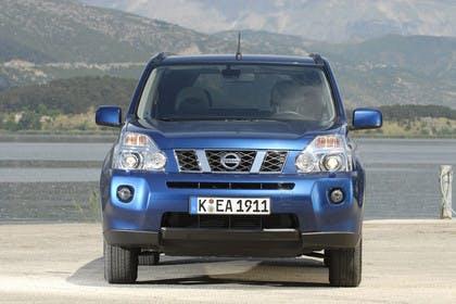 Nissan X-Trail T31 Aussenansicht Front statisch blau