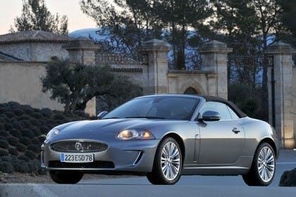 Jaguar XK Cabriolet X150 Aussenansicht Frontschräg statisch grau