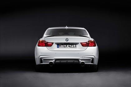 BMW 4er Coupe F32 M Performance Aussenansicht Heck Studio statisch weiss