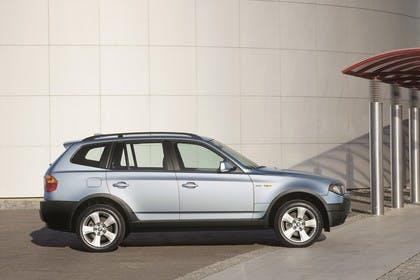 BMW X3 E83 Aussenansicht Seite statisch blau