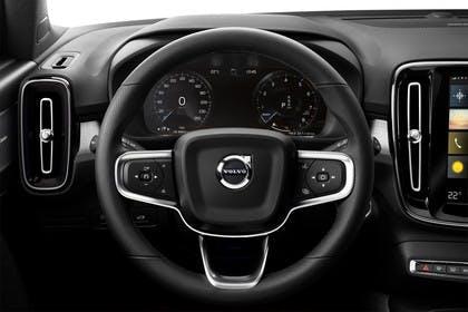 Volvo XC40 Innenansicht statsich Studio Lenkrad und Tacho
