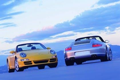 Porsche 911 Carrera Cabriolet 997.2 Aussenansicht Front Heck schräg statisch gelb silber