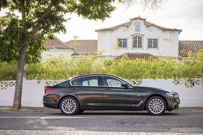 BMW 5er G30 Aussenansicht Seite statisch grau