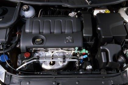 Peugeot 206 Fünftürer Aussenansicht statisch Detail Motor