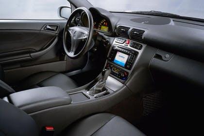 Mercedes C-Klasse Sportcoupe W203 Innenansicht Beifahrerposition statisch schwarz