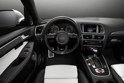 Audi SQ5 8R Innenansicht Fahrerposition Studio statisch schwarz weiss