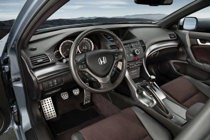 Honda Accord Limousine 8 Facelift Innenansicht statisch Vordersitze und Armaturenbrett fahrerseitig