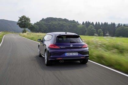 VW Scirocco Typ 13 Aussenansicht Heck dynamisch lila