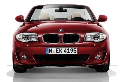 BMW 1er Cabriolet E88 LCI Aussenansicht Front statisch Studio rot