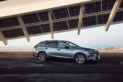 Mazda 6 Kombi GJ Aussenansicht Seite schräg statisch blau