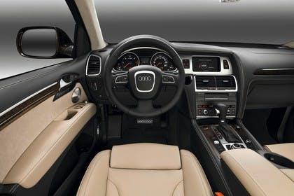 Audi Q7 4L Innenansicht Fahrerposition Studio statisch beige