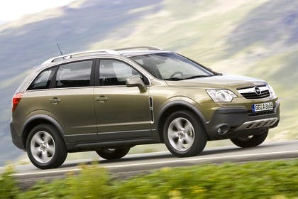 Opel Antara L-A Aussenansicht Seite schräg dynamisch grün