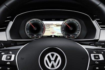 VW Passat B8 Innenansicht Detail Kombiinstrument statisch schwarz