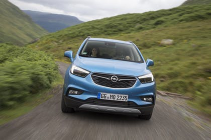 Opel Mokka X Aussenansicht Front dynamisch blau