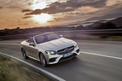 Mercedes-Benz E-Klasse Cabriolet A238 Aussenansicht Front schräg dynamisch beige