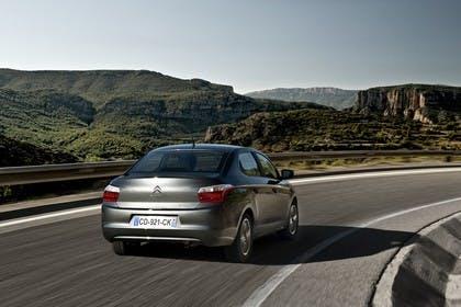 Citroën C-Elysee Aussenansicht Heck schräg dynamisch grau