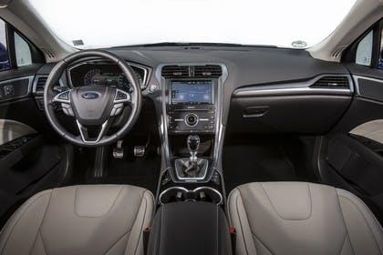Ford Mondeo Turnier Mk5 Innenraum Vordersitze und Armaturenbrett