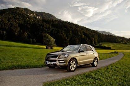 Mercedes M-Klasse W166 Aussenansicht Front schräg dynamisch silber