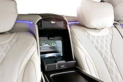 Mercedes-Benz S-Klasse W222 Innenansicht statisch studio Detail Rücksitze und Getränkekühler