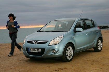 Hyundai i20 Aussenansicht Front schräg statisch hellblau