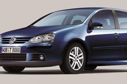 VW Golf 5 Fünftürer Aussenansicht Front schräg statisch Studio dunkelblau