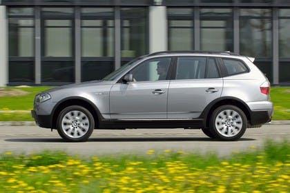 BMW X3 E83 Aussenansicht Seite statisch grau