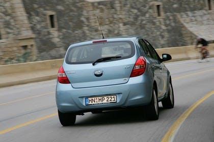 Hyundai i20 Aussenansicht Heck dynamisch hellblau