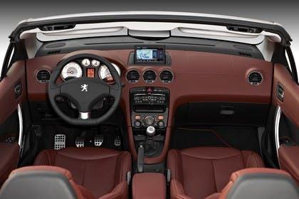 Peugeot 308 CC Innenansicht mittig Studio statisch rotbraun