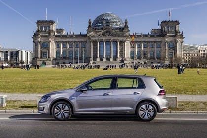 VW Golf 7 e-Golf Aussenansicht Seite statisch grau