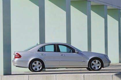 E-Klasse Limousine W211 Aussenansicht Seite statisch silber