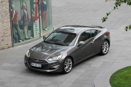 HyundaiGenesis Coupé Aussenansicht Draufsicht Front schräg statisch grau