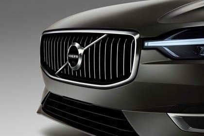 Volvo XC60 U Aussenansicht Front schräg statisch Studio Detail Grill