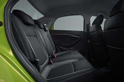 Lada Vesta Innenansicht statisch Studio Rücksitze beifahrerseitig