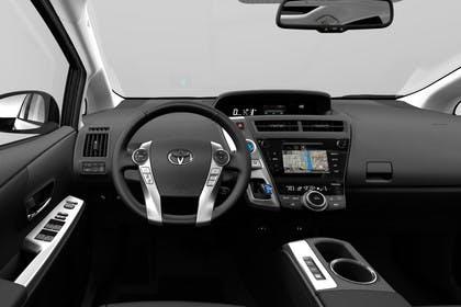 Toyota Prius+ XW30 Innenansicht statisch Studio Vordersitze und Armaturenbrett fahrerseitig