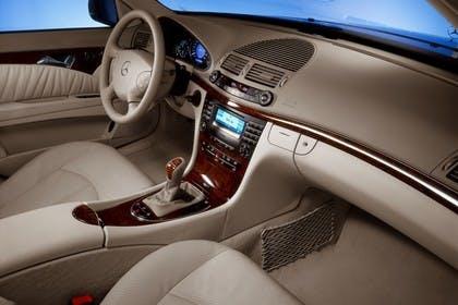 E-Klasse Limousine W211 Innenansicht Studio Beifahrerposition statisch beige