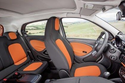 Smart Forfour 453 Innenansicht statisch Rücksitze Vordersitze und Armaturenbrett beifahrerseitig